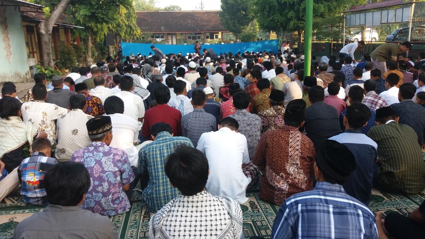 Suasana warga LDII solat Idul Fitri